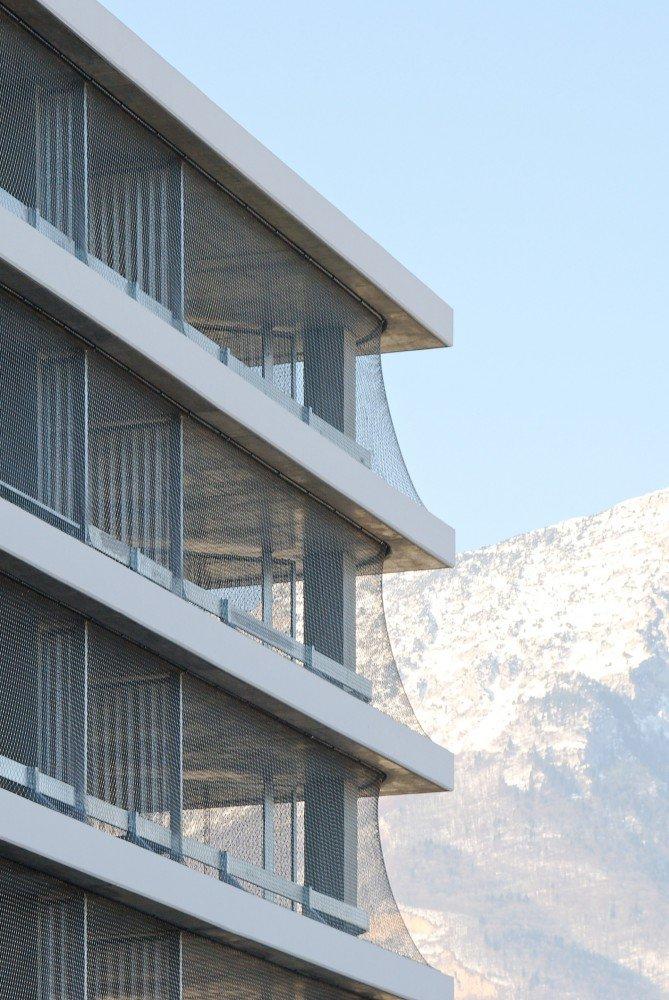 555212a8e58ece92c7000263_parking-building-in-grenoble-gap-architectes_dsc_2374_br-669x1000