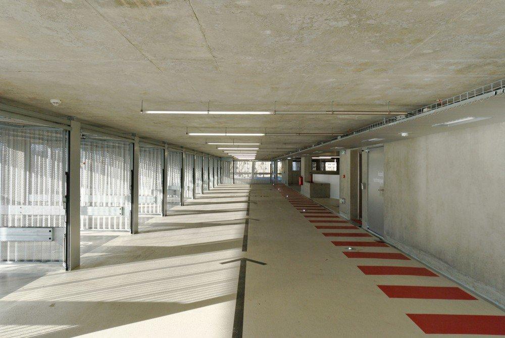 555212fde58ecece5c000265_parking-building-in-grenoble-gap-architectes_dsc_2449_br-1000x669